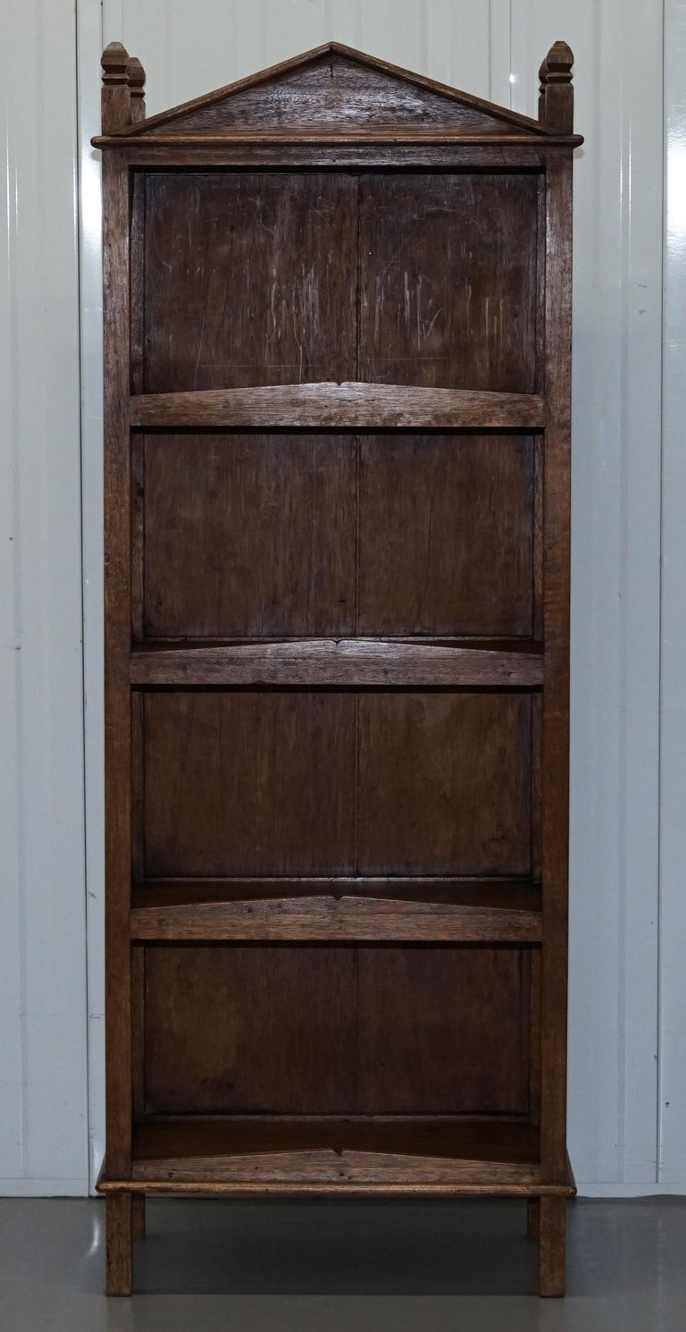 Stunning Pair of Steeple Top Solid Wood Bookcases Very Decorative Matching Set In Good Condition For Sale In London, GB