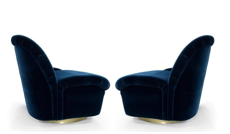 Pair 1980's Vladimir Kagan For Directional Swivel Tilt Lounge Chairs  In Good Condition For Sale In Dallas, TX