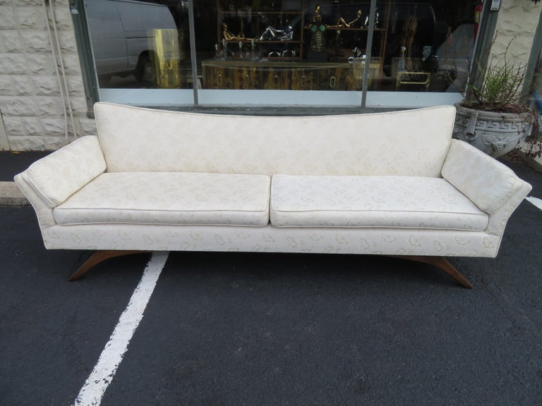 Stunning Paul McCobb Style Bowtie Design Sofa Splayed Leg Midcentury For Sale 3