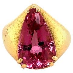 Stunning Pink Topaz 18 Karat Gold Ring