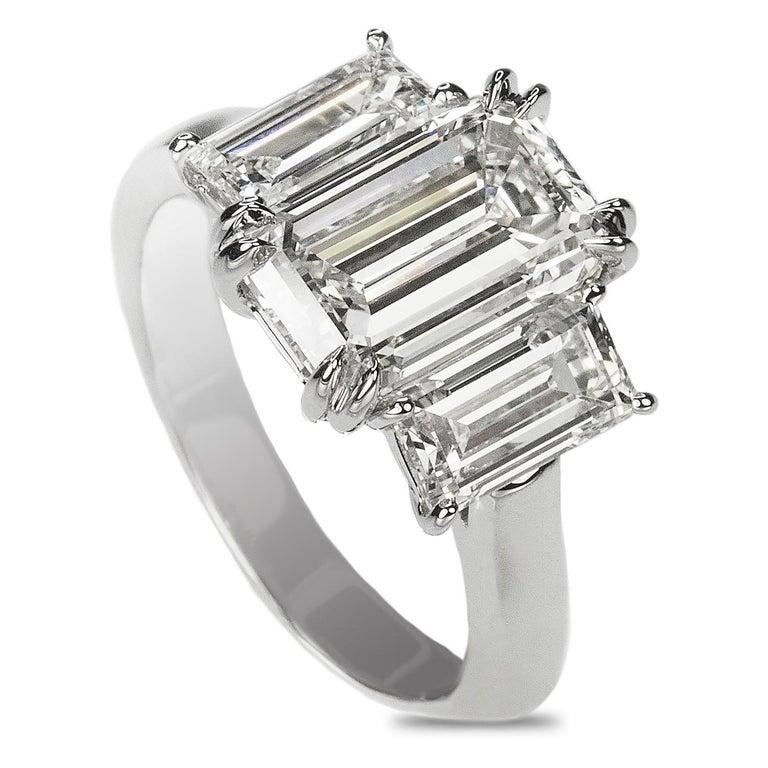 Stunning Platinum Three Emerald Cut Diamond Ring In New Condition For Sale In Sarasota, FL