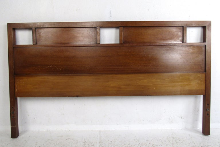 A beautiful vintage modern headboard by R-Way furniture with a charming vintage walnut finish. Sleek design at 63 inches wide, this piece makes the perfect addition to any bedroom. Please confirm the item location (NY or NJ).