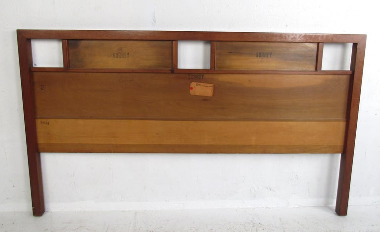 Stunning Queen Size Midcentury R-Way Walnut Headboard In Good Condition For Sale In Brooklyn, NY