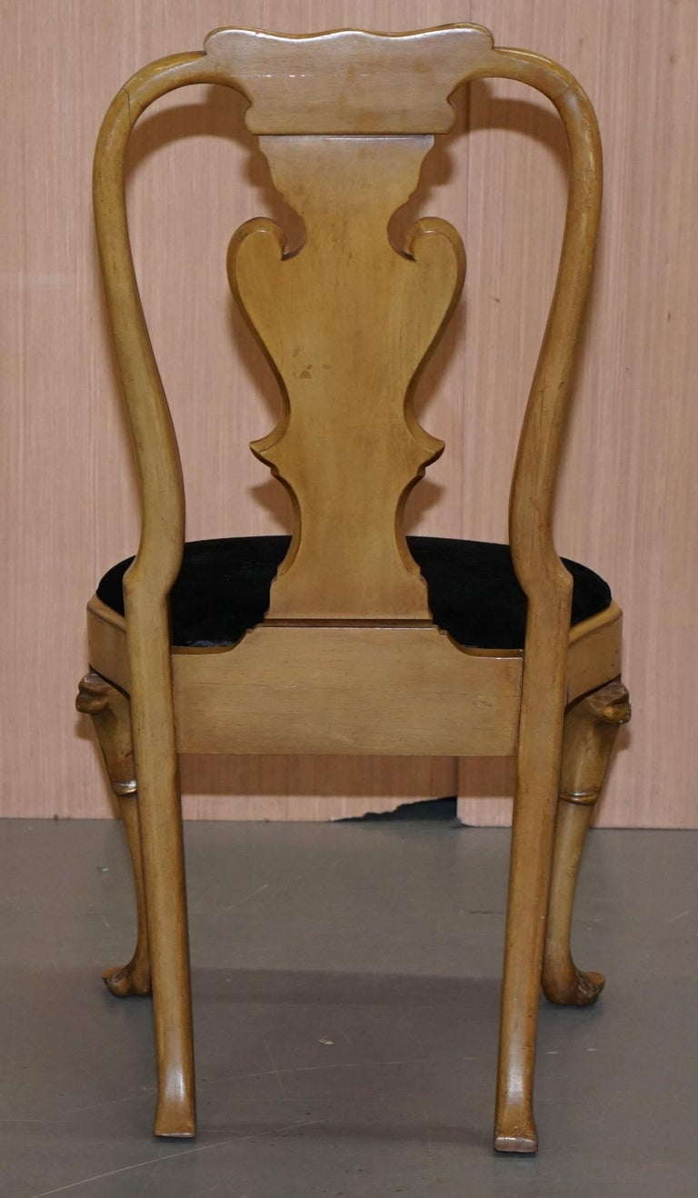 Stunning Set of Four Walnut Queen Anne Dining Chairs Acanthus Leaf Carved Wood For Sale 7