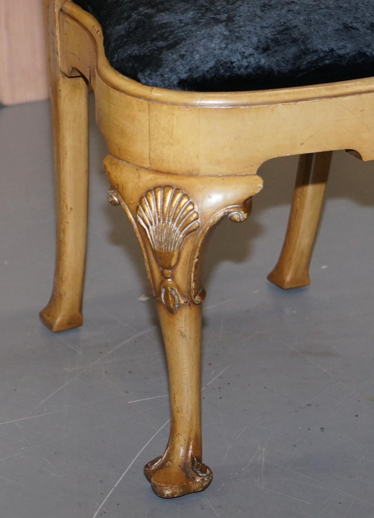 Stunning Set of Four Walnut Queen Anne Dining Chairs Acanthus Leaf Carved Wood For Sale 2