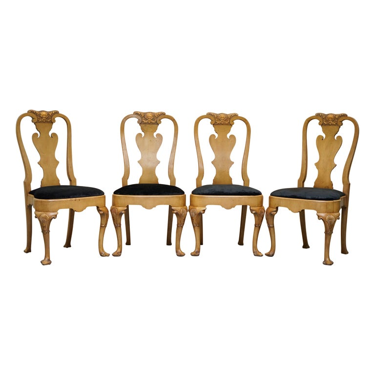 Stunning Set of Four Walnut Queen Anne Dining Chairs Acanthus Leaf Carved Wood For Sale