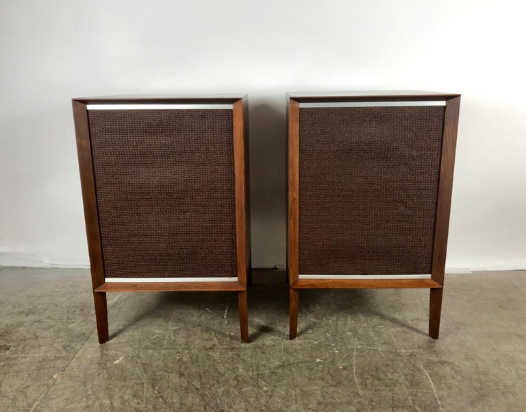 Stunning Stylized Mid-Century Modern Electro Voice Stereo Speakers in Walnut In Good Condition For Sale In Buffalo, NY