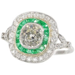 Stunning Vintage Art Deco Style Large Diamond and Emerald Engagement Ring, 1930s