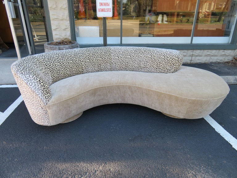 Stunning Vladimir Kagan Curved Serpentine Cloud Sofa Mid-Century Modern For Sale 9