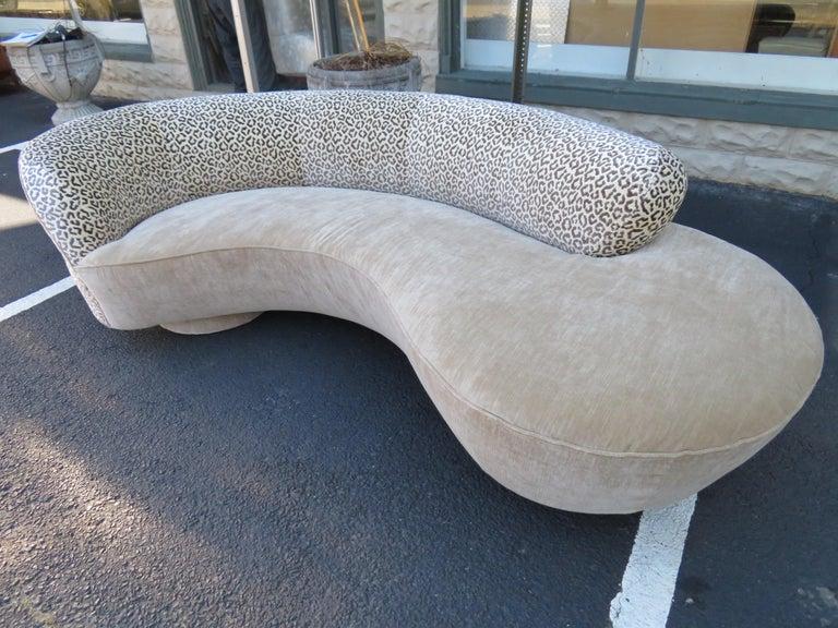 Stunning Vladimir Kagan Curved Serpentine Cloud Sofa Mid-Century Modern In Good Condition For Sale In Pemberton, NJ