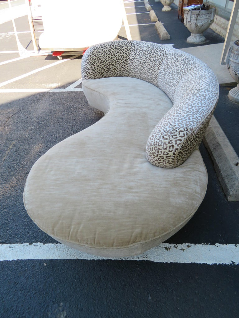 Stunning Vladimir Kagan Curved Serpentine Cloud Sofa Mid-Century Modern For Sale 2