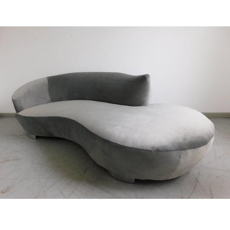 Stunning Vladimir Kagan Grey Cloud Chaise Lounge Sofa In Good Condition For Sale In Dallas, TX