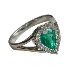 Stylish Fine Natural Colombian Emerald and Diamond Ring