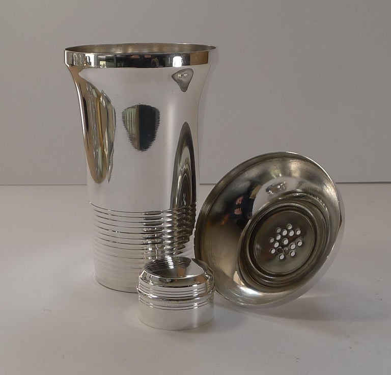 Stylish French Art Deco Silver Plated Cocktail Shaker, c.1930 For Sale 6