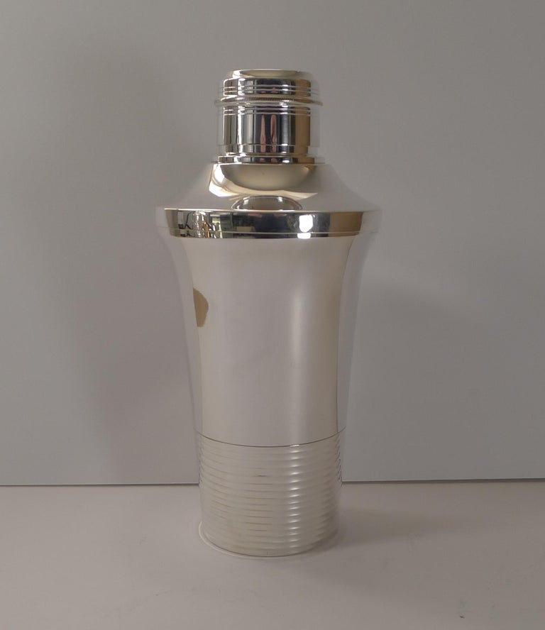 Stylish French Art Deco Silver Plated Cocktail Shaker, c.1930 In Good Condition For Sale In London, GB