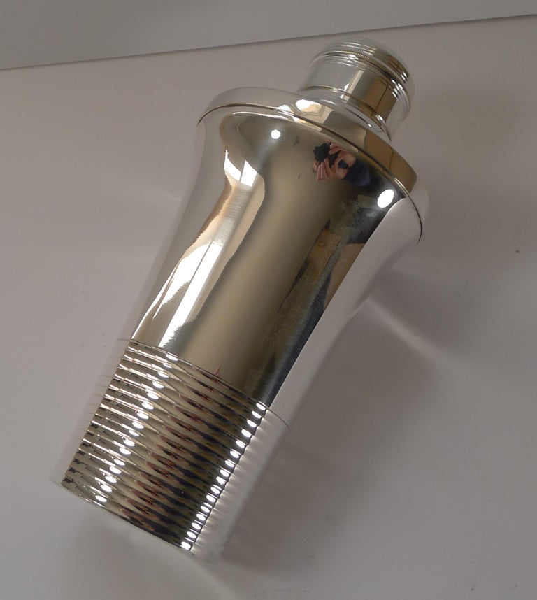 Mid-20th Century Stylish French Art Deco Silver Plated Cocktail Shaker, c.1930 For Sale