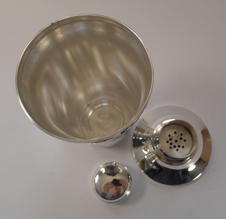 Stylish French Art Deco Silver Plated Cocktail Shaker, c.1930 For Sale 4