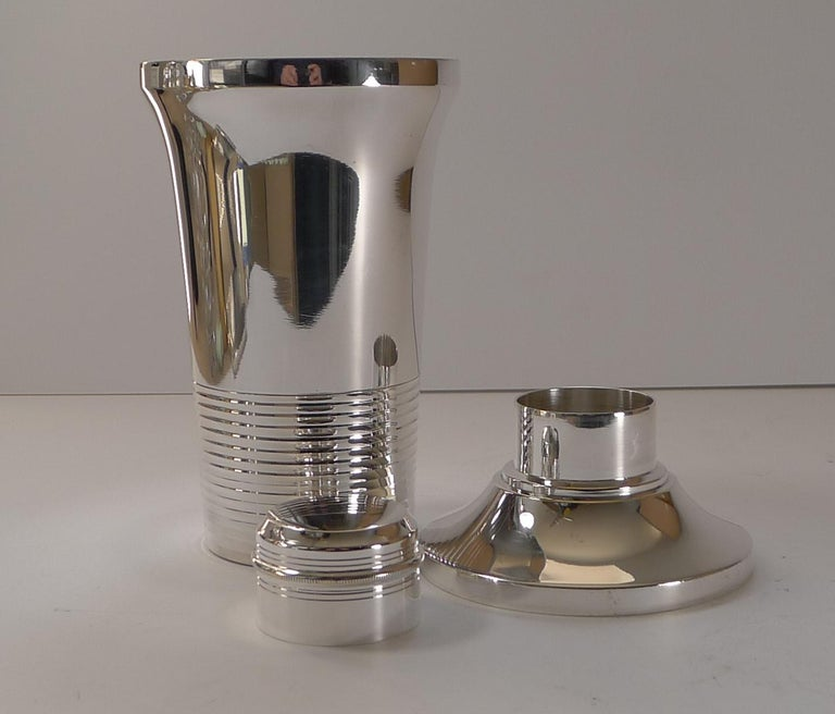 Stylish French Art Deco Silver Plated Cocktail Shaker, c.1930 For Sale 5