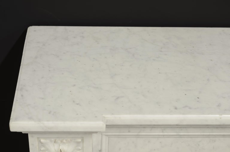 Stylish French Louis XVI Fireplace in Carrara White Marble For Sale 5