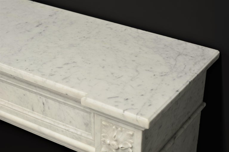 Stylish French Louis XVI Fireplace in Carrara White Marble For Sale 7