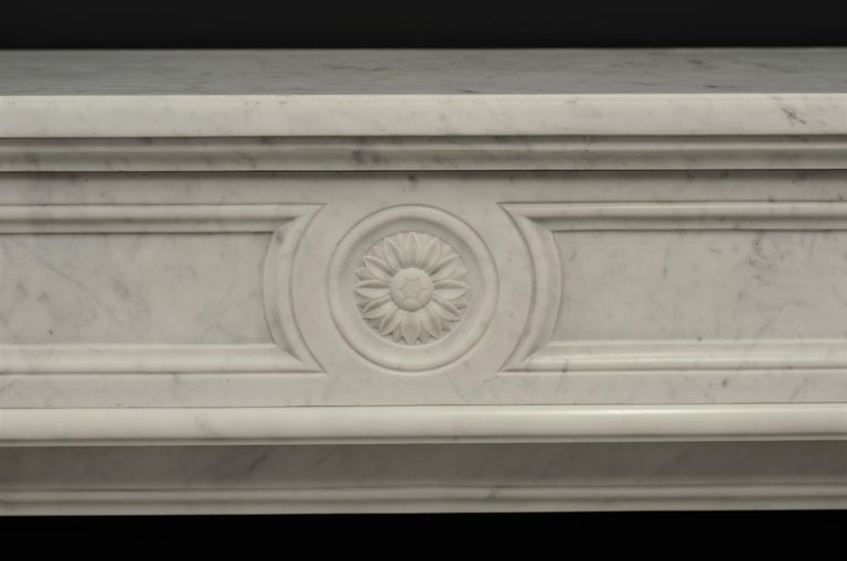 Stylish French Louis XVI Fireplace in Carrara White Marble In Good Condition For Sale In Haarlem, Noord-Holland