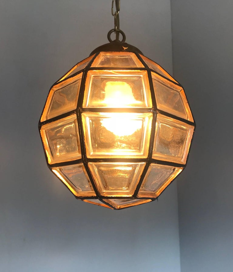 Stylish Mid-Century Modern Facetted and Lined Glass Pendant or Ceiling Lamp For Sale 6