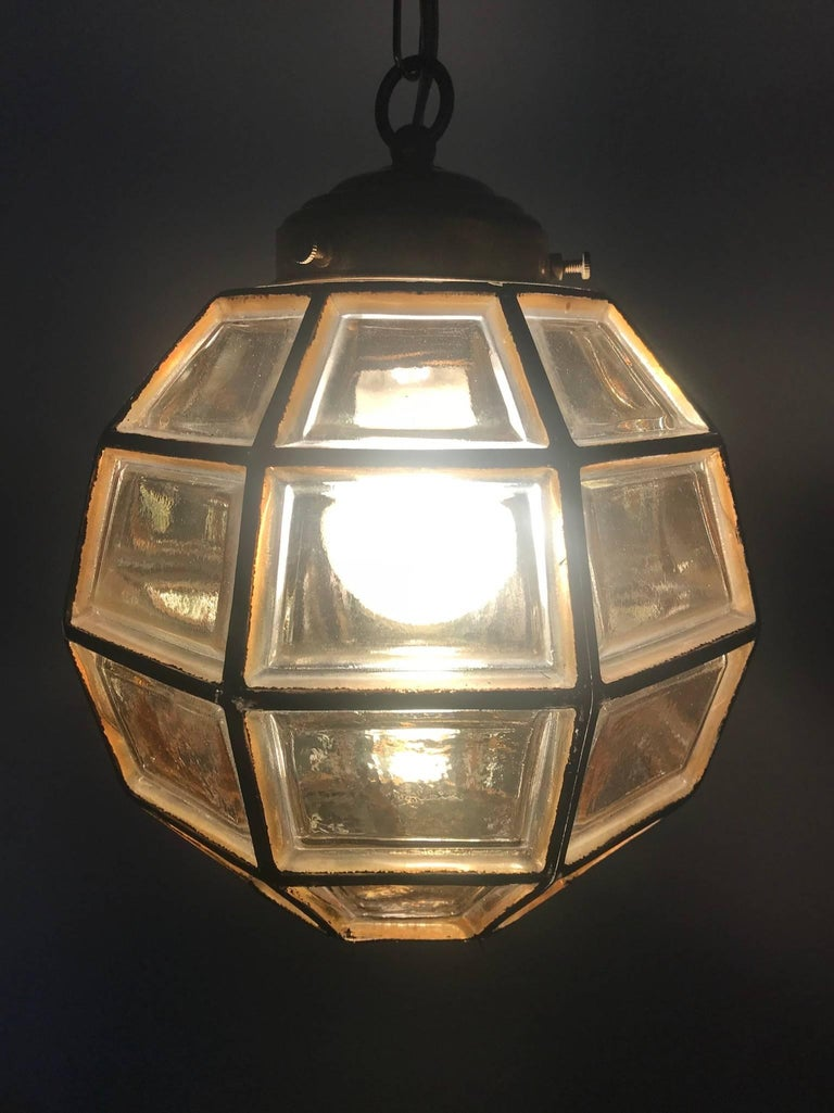 Stylish Mid-Century Modern Facetted and Lined Glass Pendant or Ceiling Lamp For Sale 7
