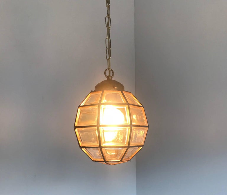 Stylish Mid-Century Modern Facetted and Lined Glass Pendant or Ceiling Lamp For Sale 9