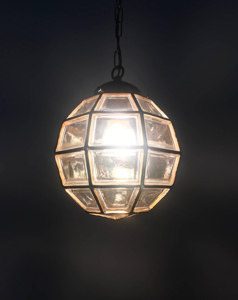 Stylish Mid-Century Modern Facetted and Lined Glass Pendant or Ceiling Lamp For Sale 1