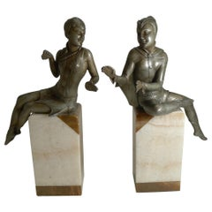 Stylish Pair of Art Deco Figures Signed Salvado, France, circa 1920 / Bookends