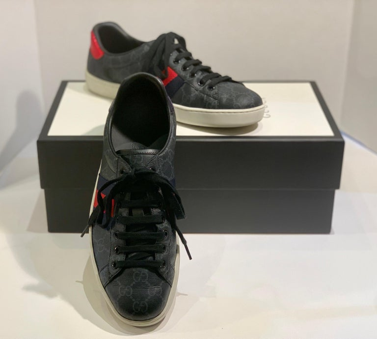 Stylish Retro GUCCI Ace GG Supreme Unisex Sneakers Size 7 Mens or Size 9 Womens In Good Condition For Sale In Tustin, CA