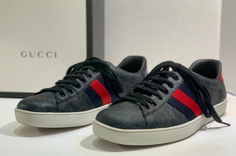 Women's or Men's Stylish Retro GUCCI Ace GG Supreme Unisex Sneakers Size 7 Mens or Size 9 Womens For Sale