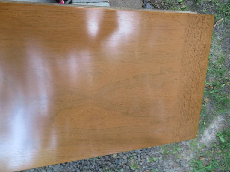 Stylish Slim Harvey Probber Style Midcentury Trefoil Design Console Cabinet In Good Condition For Sale In Medford, NJ