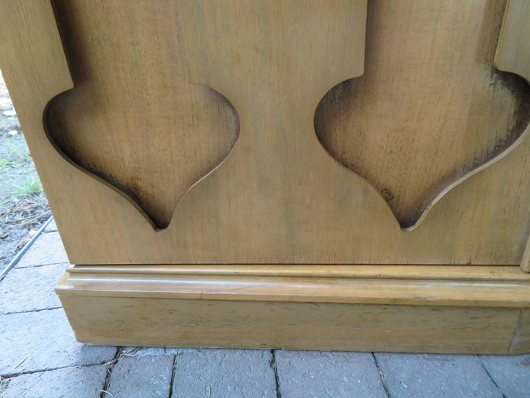 Stylish Slim Harvey Probber Style Midcentury Trefoil Design Console Cabinet For Sale 2