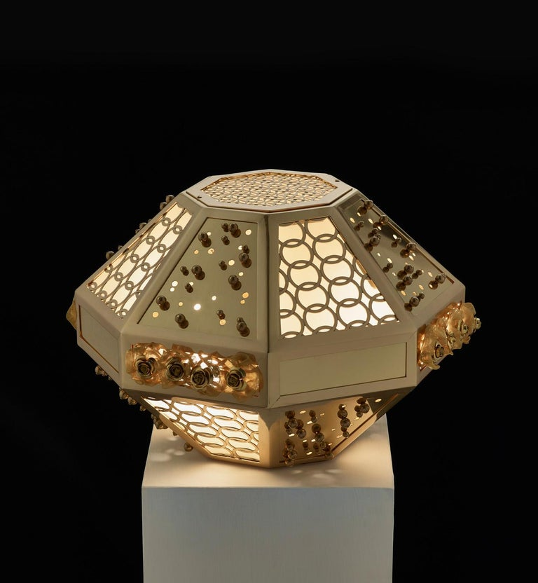 Stylish Table Lamp with Frame Metal Mesh and Decorative Insert in Brass In New Condition For Sale In London, GB