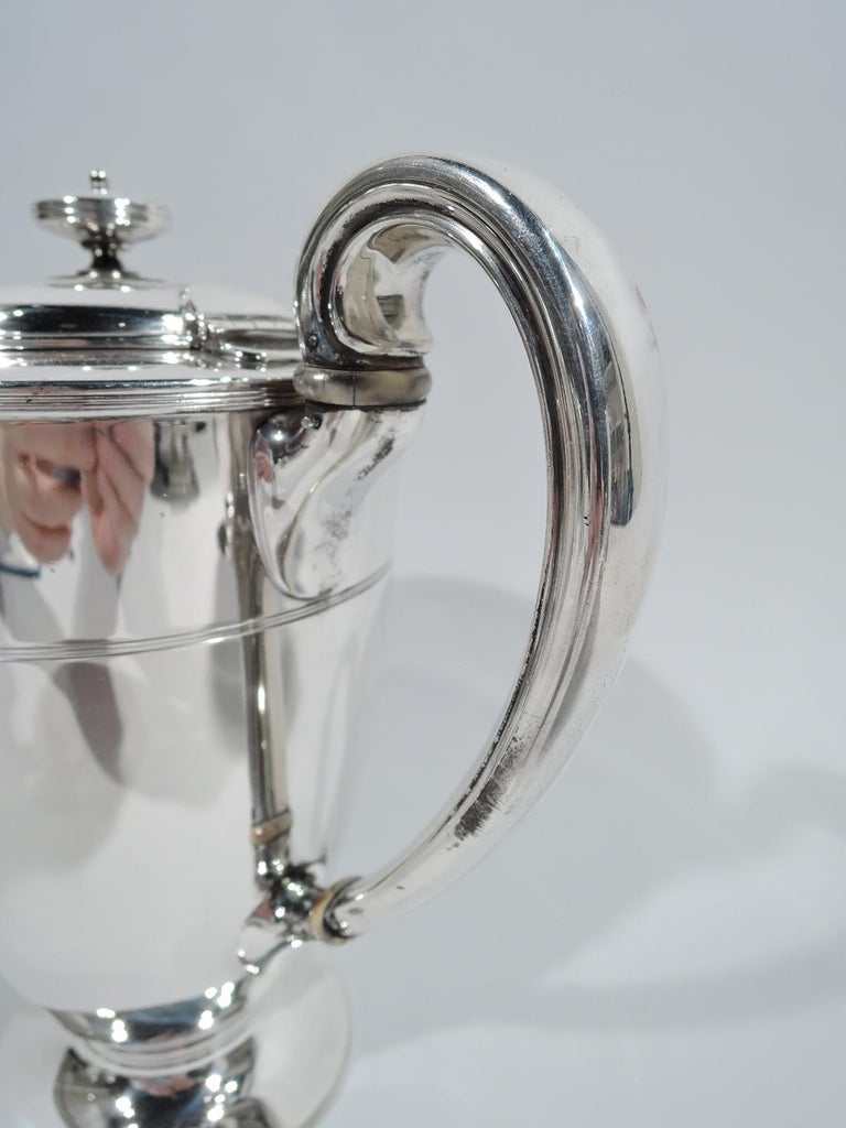 Stylish Tiffany Edwardian Modern Sterling Silver Coffee & Tea Set In Excellent Condition For Sale In New York, NY