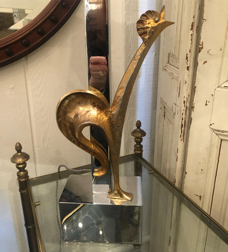 A chic rooster motife Mid-Century Modern treasure of a table lamp having sculptural stylized rooster in brass and chrome and new shade. Measures: Base 5.5 x 3.5. JG.