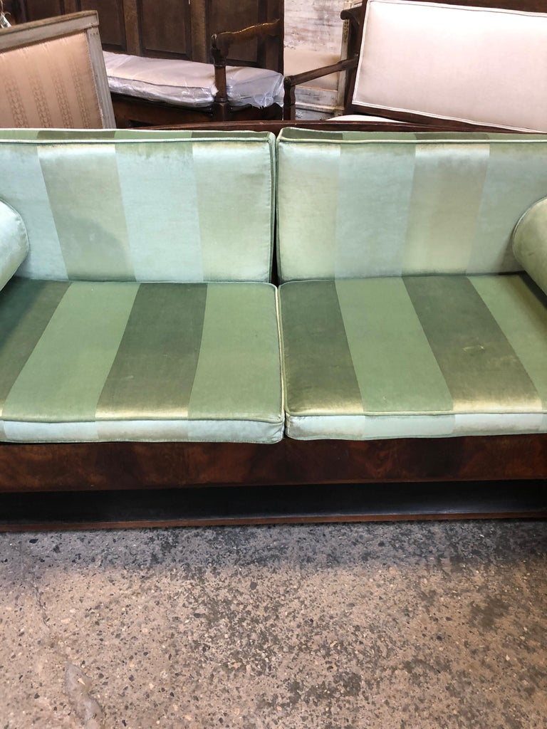 Sublime French Empire Walnut Curvy Sofa with Gilded Swans and Velvet Upholstery For Sale 11