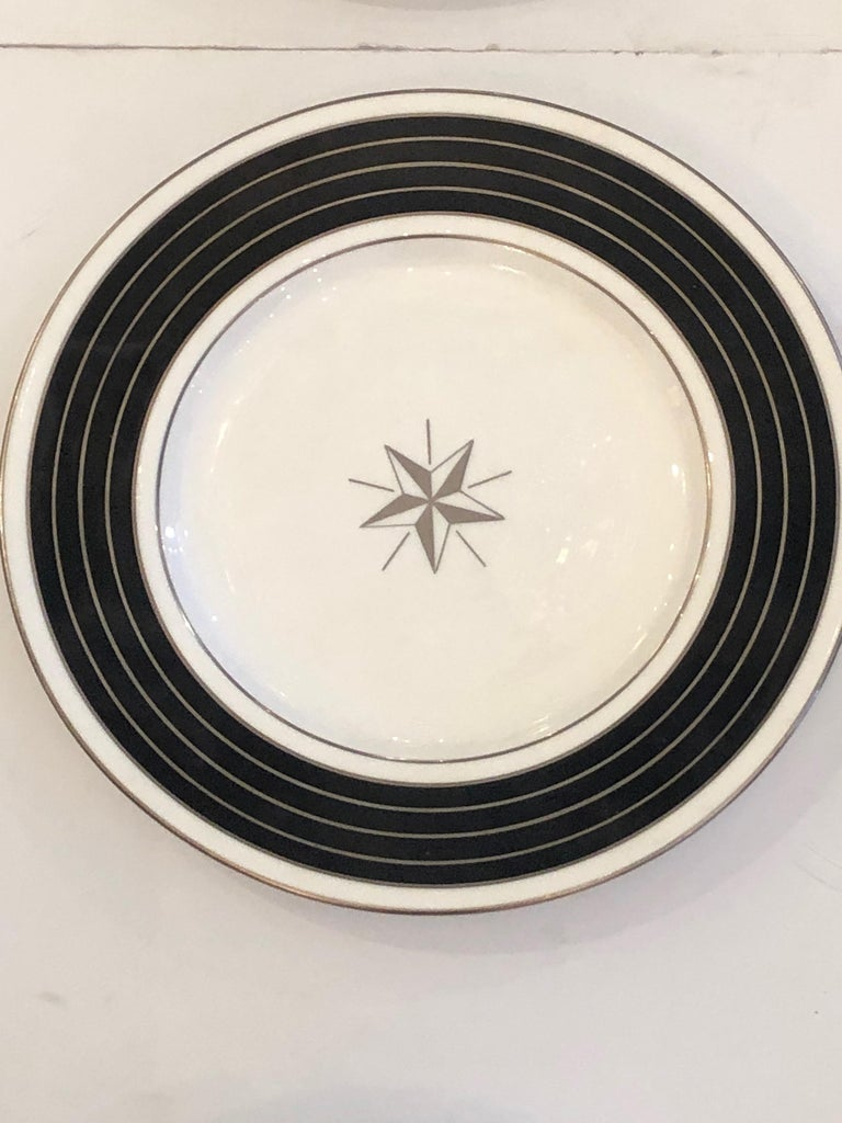 Sublime Set of 12 Minton Dinner or Service Plates For Sale 1