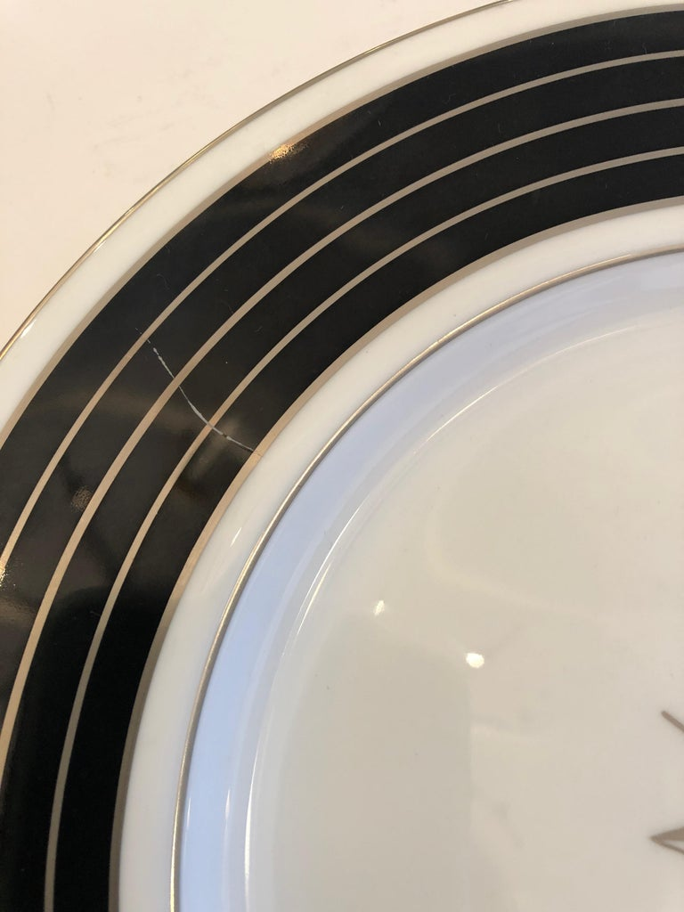 Sublime Set of 12 Minton Dinner or Service Plates For Sale 2