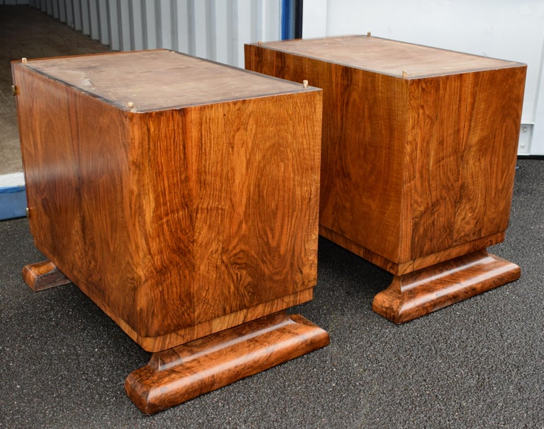Substantial Art Deco Walnut Partners Desk, circa 1935 For Sale 4