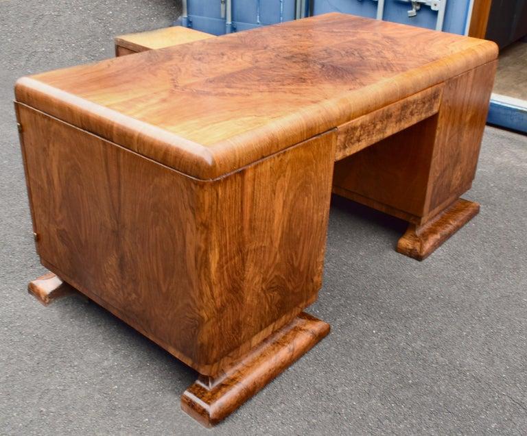 Substantial Art Deco Walnut Partners Desk, circa 1935 For Sale 5