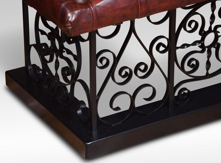 Substantial wrought iron club fender In Good Condition For Sale In Cheshire, GB
