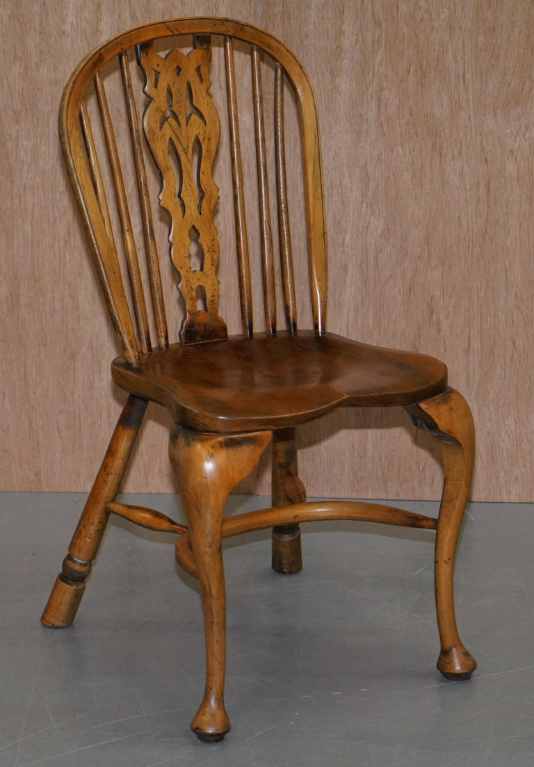 Victorian Suite of Eight Vintage English Windsor Dining Chairs Including Two Armchairs For Sale