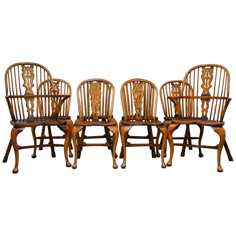 Suite of Eight Vintage English Windsor Dining Chairs Including Two Armchairs For Sale