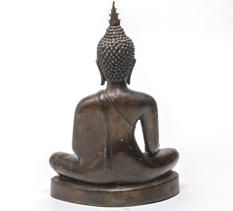 Sukothai Style Thai Bronze Seated Buddha In Good Condition For Sale In New York, NY
