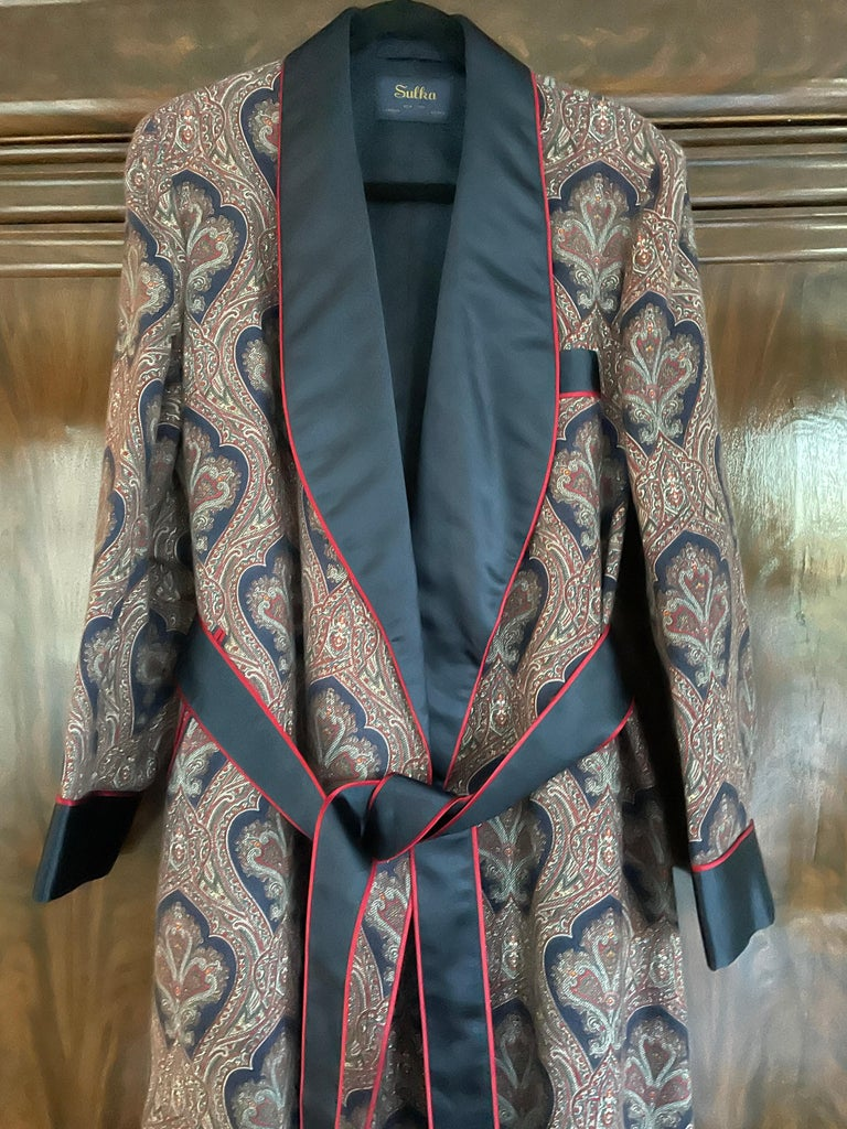 Sulka Unworn Bespoke Silk Lined Cashmere Paisley Smoking Dressing Gown Robe. Silk lined cashmere, with piped edges , two pockets and a belt. Perfect for lounging while sheltering in place. This is as fine a custom tailored cashmere robe as you will