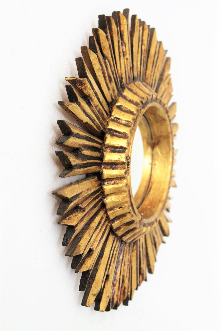 Mid-20th Century Sunburst Convex Mirror in Giltwood For Sale