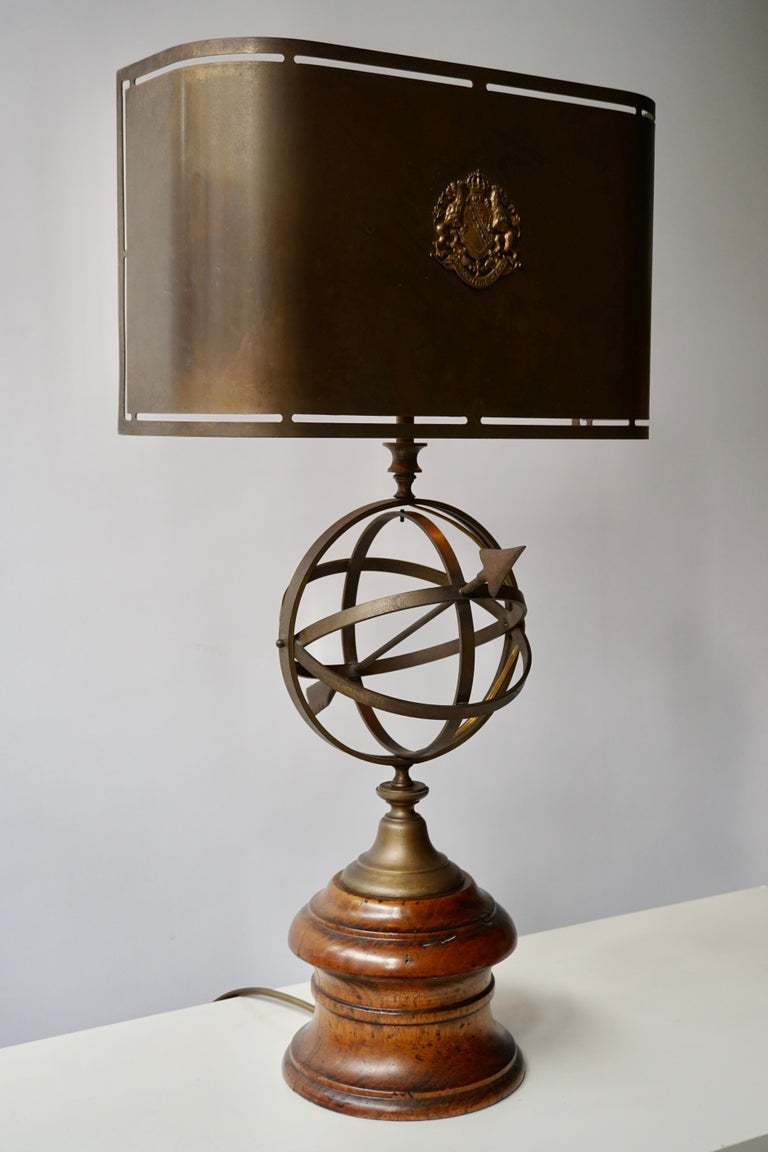 Hollywood Regency Sundial Table Lamp in Patinated Brass on Wooden Base For Sale