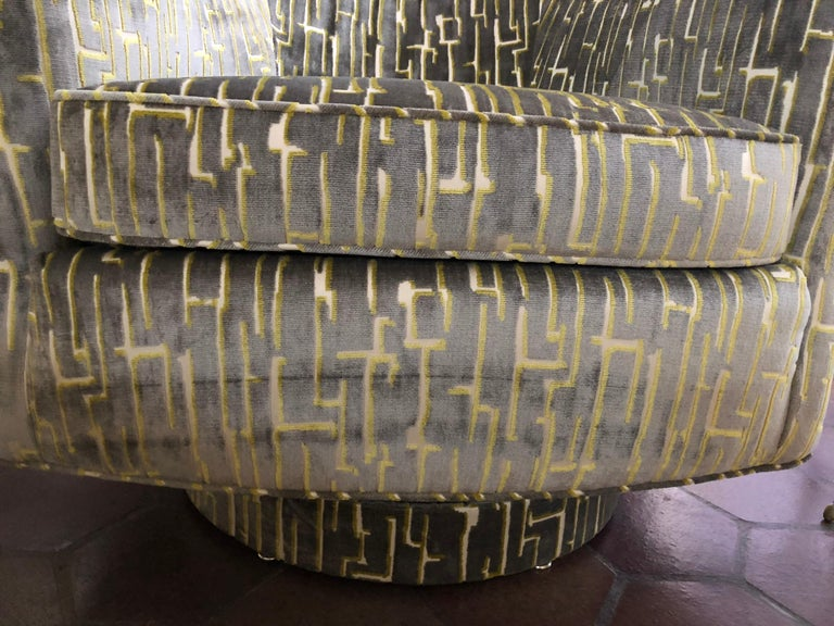 Pair of Milo Baughman Style Barrel Shaped Swivel Club Chairs For Sale 1